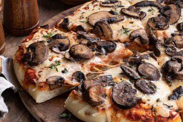 Extra Cheesy Mushroom Pizza That Takes Only A Few Minutes! [Recipe] | ultimatemedicinalmushrooms.com