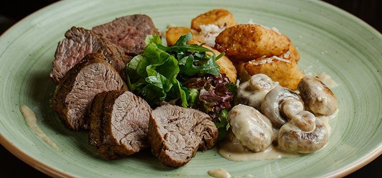Dinner Steak with Cremini Mushroom Sauce   ultimatemedicinalmushrooms.com