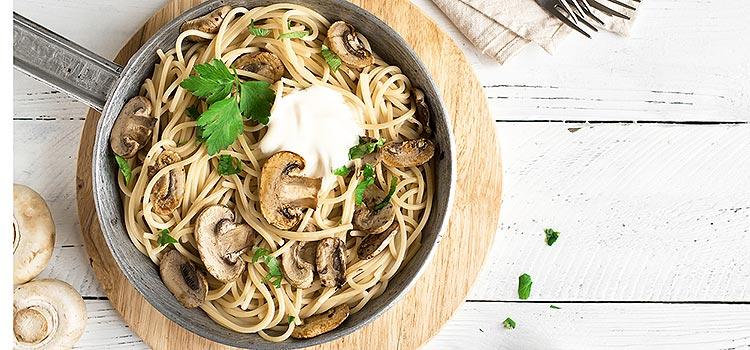 Aglio Olio Pasta with Mushroom Slices   ultimatemedicinal.com