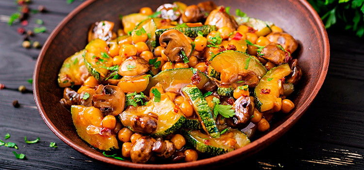 Eat This Beany Mushroom Stir-Fry For A Wholesome Dinner | ultimatemedicinalmushrooms.com