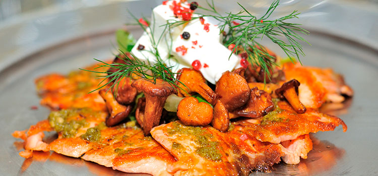 A New Healthy Favorite: Grilled Salmon With Chanterelles | ultimatemedicinalmushrooms.com