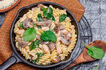 Creamy Mushroom Spinach Skillet IN ROTINI NOODLES | ultimatemedicinalmushrooms.com