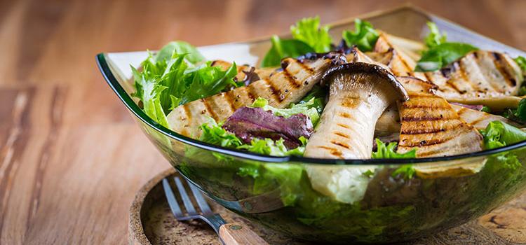 Mixed Green Salad in Oyster Mushroom Dressing | ultimatemedicinalmushrooms.com