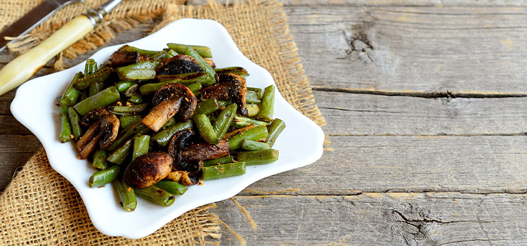 This Time Of Year Calls For A Roasted Green Bean And Mushroom Recipe! [Recipe] | ultimatemedicinalmushrooms.com